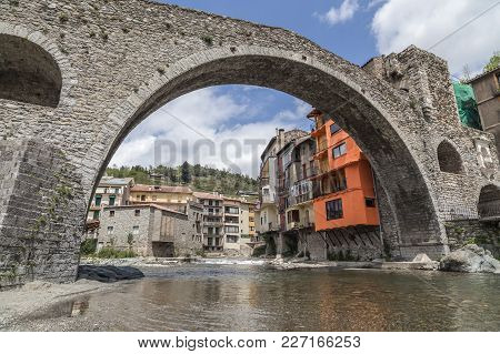 Camprodon,spain-may 14,2012: Ancient Bridge, Pont Nou In Pyrenees Village Of Camprodon, Province Gir