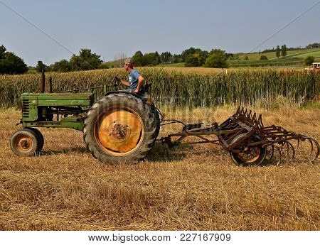 Rollag, Minnesota, Sept 2, 2017: An Unidentified Operator Of An Old John Deere Is Heading For A Fiel