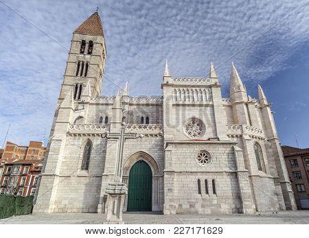 Valladolid,spain-november 11,2012:church Santa Maria Antigua, Valladolid,castile And Leon, Spain.