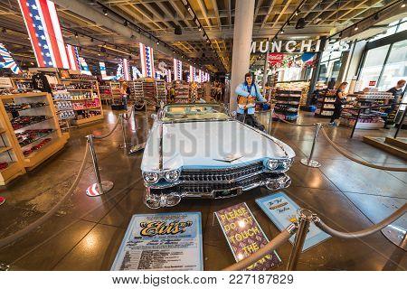 Los Angeles, Ca, Usa - November 02, 2017: Elvis Presley Statue And Vintage Cadillac In A Souvenir St