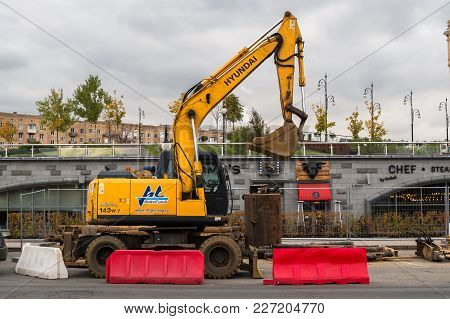 Moscow, Russia - October 24, 2017: Yellow Wheel Excavator Hyundai, Working In Urban Environment Next