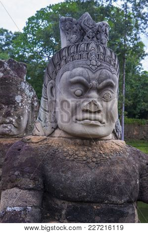 Siem Reap , Cambodia - Oct 15 : Statue At The South Gate Of Angkor Thom, Siem Reap Cambodia On Octob