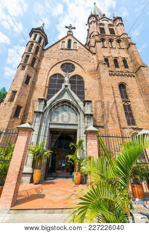 Medellin February 2018 This Church Called Sacred Heart Of Jesus Is A Meeting Point For Medellin Resi