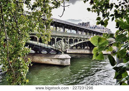 Pont De Bir-hakeim Over The Seine River In Paris.