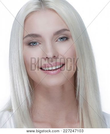 Close-up of a beautiful woman with blonde straight hair and dayt