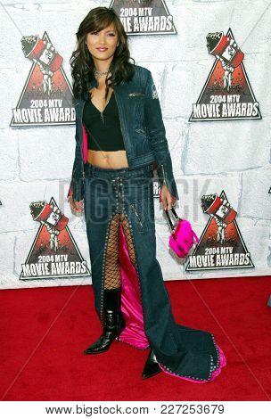 LOS ANGELES - JUN 05:  Kelly Hu arrives to the Mtv Movie Awards  on June 5, 2004 in Culver City, CA.