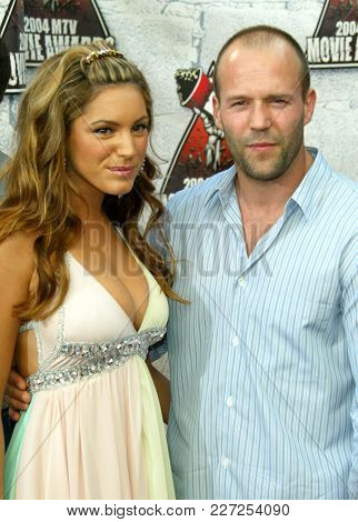 LOS ANGELES - JUN 05:  Kelly Brook and Jason Statham arrives to the Mtv Movie Awards  on June 5, 2004 in Culver City, CA.