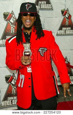 LOS ANGELES - JUN 05:  Lil Jon arrives to the Mtv Movie Awards  on June 5, 2004 in Culver City, CA.