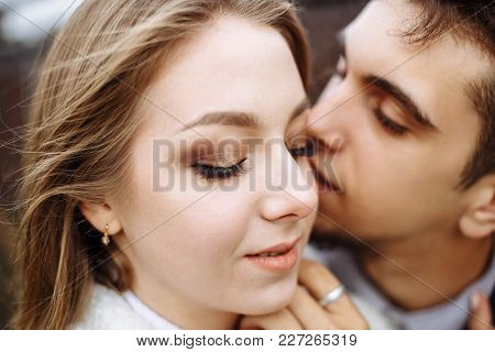 Happy Hipster Couple On Holiday Having Fun And Enjoy The Time. Couple In Love Kissing And Hugging. S