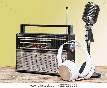 Style Retro Mic Microphone Headphones Background Holiday