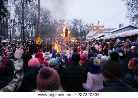 Yoshkar-ola, Russia - February 18, 2018 Maslenitsa Fest. Burning Maslenitsa Lady And Crowd People