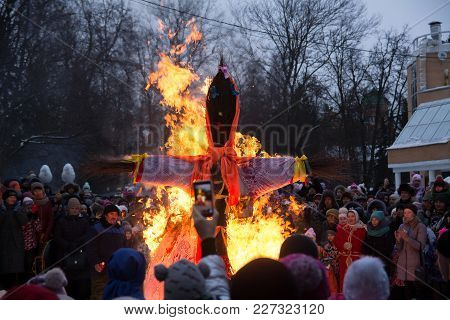 Yoshkar-ola, Russia - Feb 18, 2018 Maslenitsa Fest. Burning Maslenitsa Lady And Crowd People