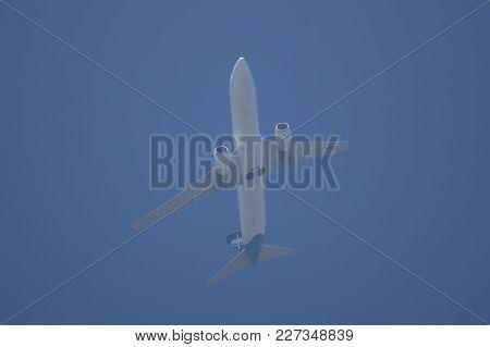 Chiang Mai, Thailand - February 2 2018: 9v-mgo  Boeing 737-800  Of Silkair, Take Off From Chiangmai