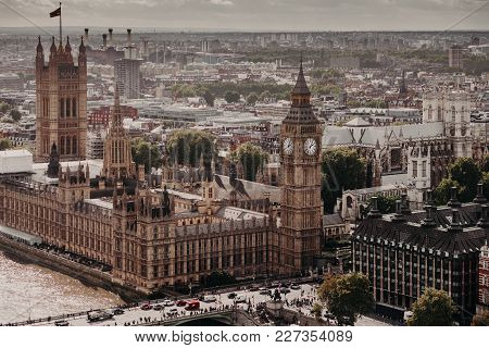 Beautiul Outdoor View Of Big Ben And Westmisnter Bridge In London. Busy City. Horizontal Shot Of Won