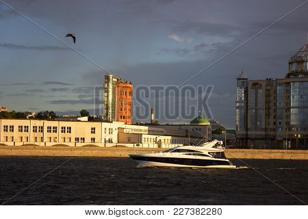 Saint-petersburg, Russia - 09.16.2017 Summer Cityscape Of Smolny Cathedral With Yacht At Golden Hour