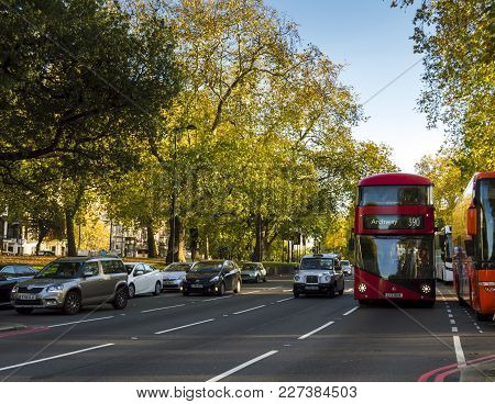 London, England - October 25 2017: Cars And Buses Passing Through The Roads Near Hyde Park In London