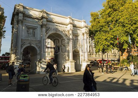 People On The Street Near Marble Arch, Monument Modeled After The Constantine Arch In Rome And Arc D