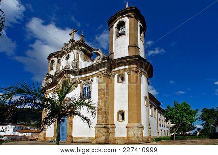 View of historic baroque church Igreja Sao Francisco de Assis, Ouro Preto, UNESCO World heritage site, Minas Gerais, Brazil