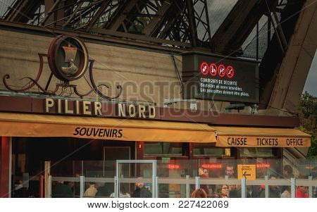 Paris, France - October 08, 2017 : At The Entrance Of The Eiffel Tower, A Led Screen Indicates The S
