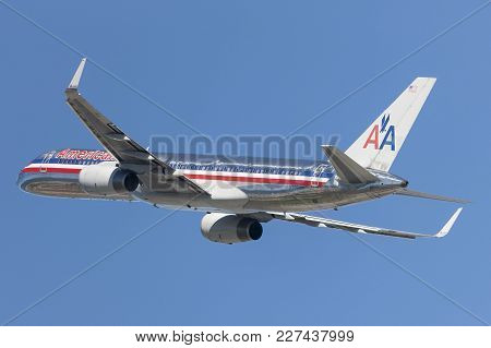 Los Angeles, California, Usa - March 10, 2010: American Airlines Boeing 757 Airplane Taking Off From