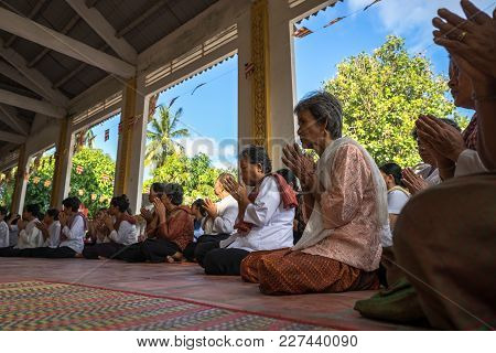An Giang, Vietnam - Dec 6, 2016: Champa Buddhists Praying In Temple At Ordination Ceremony That Chan