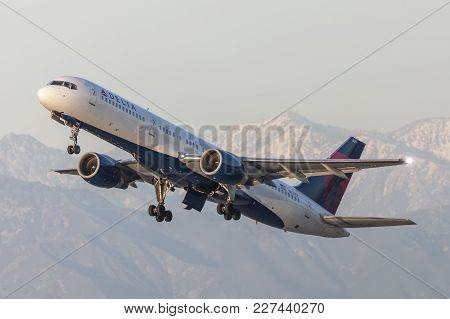 Los Angeles, California, Usa - March 10, 2010: Delta Air Lines Boeing 757 Aircraft Taking Off From L