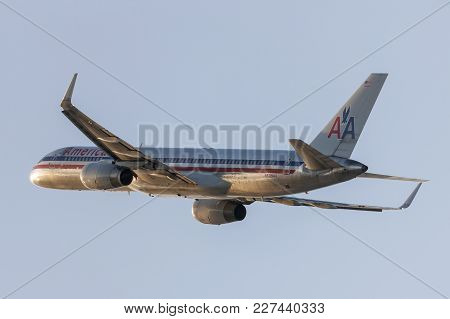 Los Angeles, California, Usa - March 10, 2010: American Airlines Boeing 757 Taking Off From Los Ange