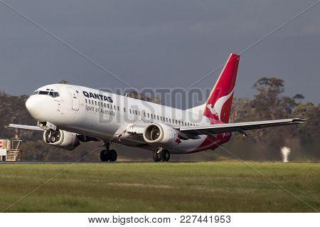 Melbourne, Australia - November 10, 2011: Qantas Boeing 737-476 Vh-tju Departing Melbourne Internati