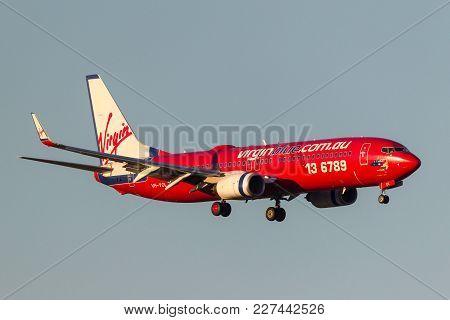 Melbourne, Australia - September 24, 2011: Virgin Blue Airlines Boeing 737-8fe Vh-vol On Approach To