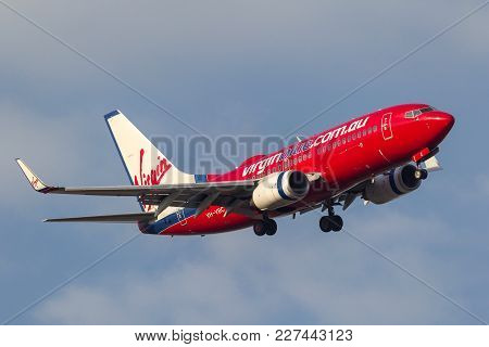 Melbourne, Australia - September 28, 2011: Virgin Blue Airlines Boeing 737-7q8 Vh-vbc Turning On App