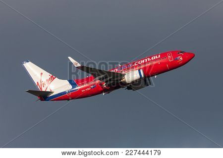 Melbourne, Australia - September 24, 2011: Virgin Blue Airlines Boeing 737-7fe Vh-vbz Departing Melb