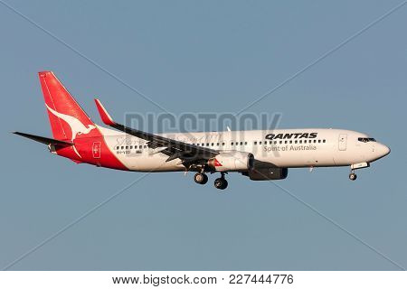 Melbourne, Australia - September 25, 2011: Qantas Boeing 737-838 Vh-vxo On Approach To Land At Melbo