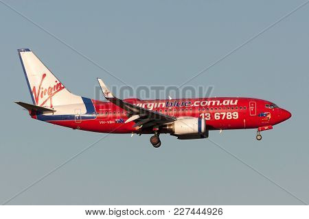 Melbourne, Australia - September 25, 2011: Virgin Blue Airlines Boeing 737-7q8 Vh-vbh On Approach To