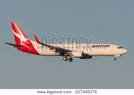 Melbourne, Australia - September 25, 2011: Qantas Boeing 737-838 Vh-vxp On Approach To Land At Melbo