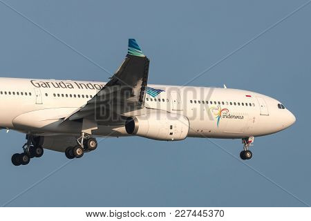 Melbourne, Australia - September 28, 2011: Garuda Indonesia Airbus A330-341 Pk-gpe On Approach To La