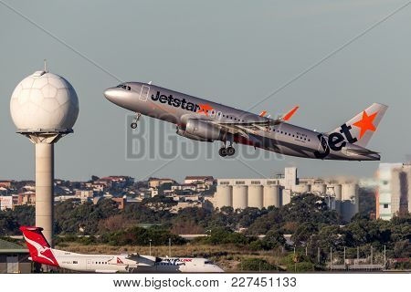 Sydney, Australia - May 5, 2014: Jetstar Airways Airbus A320 Aircraft Taking Off From Sydney Airport