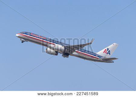 San Diego, California, Usa - April 28, 2013.american Airlines Boeing 757-223 N619aa Departing San Di