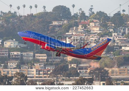 San Diego, California, Usa - April 30, 2013. Southwest Airlines Boeing 737-7h4 N426wn Departing San