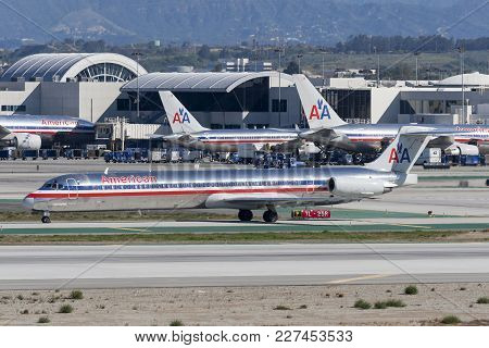 Los Angeles, California, Usa - March 10, 2010: American Airlines Mcdonnell Douglas Md-82 Aircraft At