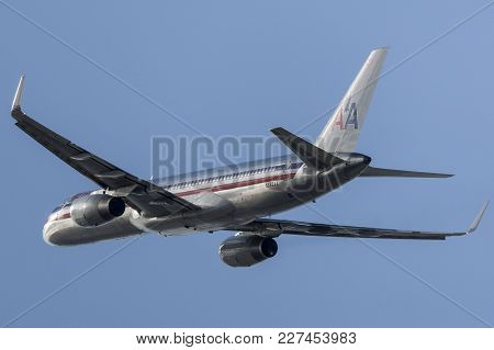 Los Angeles, California, Usa - March 10, 2010: American Airlines Boeing 757 Aircraft Taking Off From