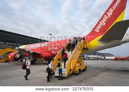 Hanoi, Vietnam - Oct 22, 2016: Passengers Boarding On Vietjet Airplane In Noibai Airport.