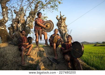 Daklak, Vietnam - Mar 9, 2017: Ede Ethnic Minority People Perform Gong And Drum Dance In Their Festi