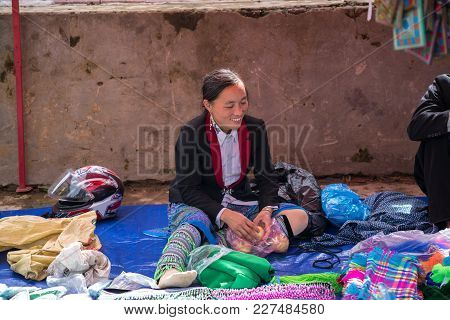Lao Cai, Vietnam - Sep 7, 2017: Ethnic Minority People At Local Market In Y Ty, Bat Xat District