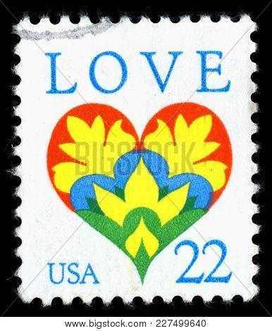London, Uk, February 19 2018 - Vintage 1987 United States Of America 22c Cancelled Postage Stamp Sho