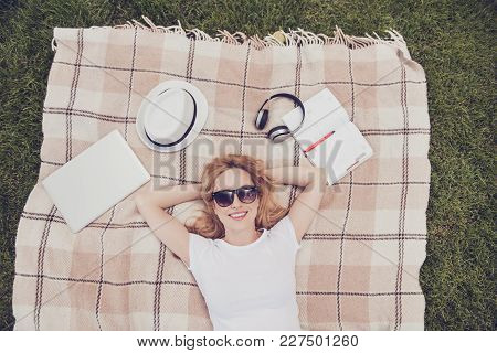 White Casual T-shirt Read Copybook Listen Music Earphones Spring Open-air Peace Pleasure People Pers