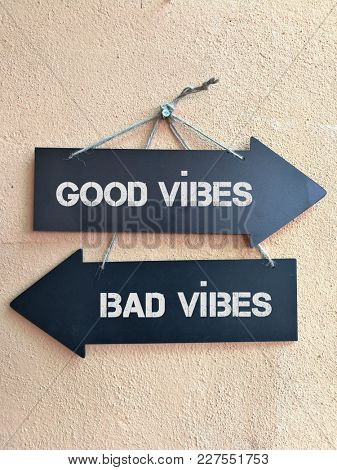 Good vibes and bad vibes signpost