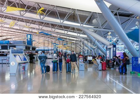 Osaka,japan-nov 30: Airline Passengers Inside The Kansai International Airport On November 30,2016.