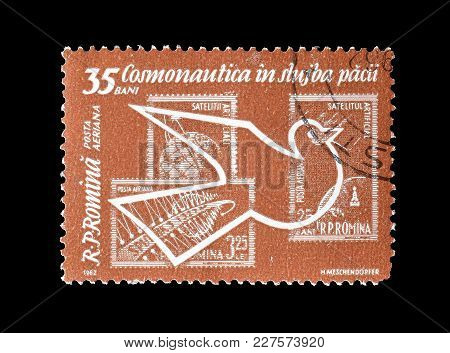 Romania - Circa 1962 : Cancelled Postage Stamp Printed By Romania, That Shows Peace Dove And Postage