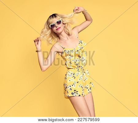 Short-haired Girl In Fashionable Sunglasses Dancing. Young Playful Female Blond Model In Stylish Fas