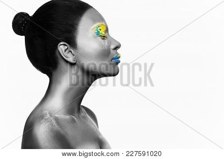 Photo Girl Model With An African Look And Bright Makeup Crafted In A Creative Style.